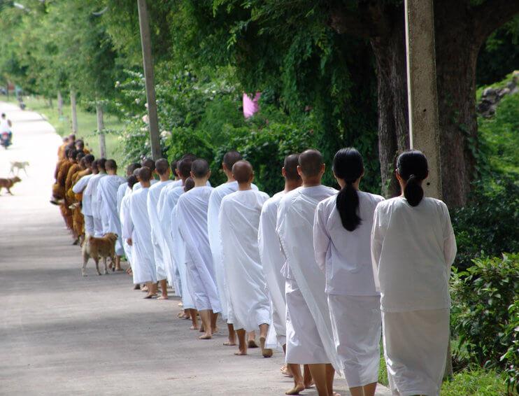 การแต่งการไปปฏิบัติธรรม ชุดขาวชุดขาวทำบุญชุดปฏิบัติธรรม ชุดขาว ชุดขาวราคาถูก จำหน่ายชุดขาว ชุดขาวคุณภาพดี ซื้อชุดขาว ร้านขายชุดขาว ร้านชุดขาว ชุดขาวราคาถูก ศิรินันท์มงคล