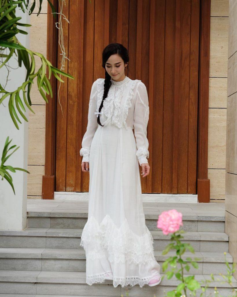 ชุดขาวทำบุญ ดาราใส่ชุดขาวเข้าวัด